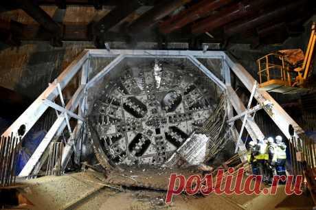«Надежда» построит двухпутный тоннель от станции БКЛ метро «Кунцево» Начался монтаж 10-метрового тоннелепроходческого механизированного комплекса (ТПМК) «Надежда» на западном участке Большой кольцевой линии (БКЛ) метро, сообщил генеральный директор АО «Мосинжпроект» Марс Газизуллин.