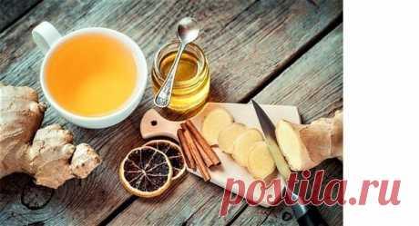 Герой сезона 3 рецепта имбирного чая  Имбирь активно сжигает калории, лечит простуду и тонизирует организм. Именно поэтому он — главный герой холодного времени года. Мы нашли три несложных рецепта имбирного чая.  Цитрусовый имбирный чай  Все цитрусовые — лучшие друзья имбиря. Не ограничивайтесь одним лимоном — апельсиновый, мандариновый, грейпфрутовый свежевыжатые соки не менее хороши.  3 см корня имбиря 2 апельсина мед  Имбирь очистить от кожуры и мелко порубить или натер...