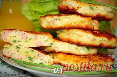 Оладьи с зелёным луком, колбасой и сыром — вкусно и необычно!