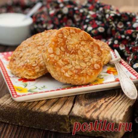 Постные диетические котлеты из геркулеса  Овсянка – одна из самых полезных каш. Ведь в этой крупе содержится огромное количество витаминов и микроэлементов.