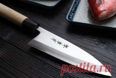 Как заточить нож обычной газетой  Ножи надо точить, но что делать, если под рукой нет точилки? Хитрый японец показал, как сделать лезвие бритвенно-острым предметом, который есть у каждого. Оказывается, японцы используют этот метод уж…