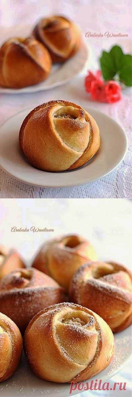 Дрожжевые сырные розочки.