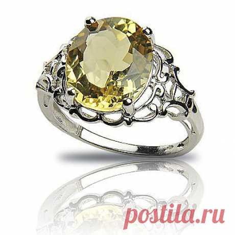 """Название гелиодор камень получил в 1910 году от двух греческих корней: имени бога Солнца Гелиоса и слова """"дорон"""" - дар; иначе говоря, это название означает """"дар Солнца"""". Впервые оно было дано желтому бериллу из Намибии. Синоним - """"гольдберилл"""", или """"золотой берилл"""", а также """"золотистый берилл"""" - чаще употребляется на Западе..."""