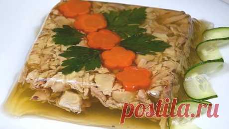 Как приготовить холодец из курицы — 5 фоторецептов Думаю, что это наваристое, желеобразное блюдо знакомо многим. Достаточно часто его готовят на праздничный стол, а особенно на новогодний. Рецептов приготовления холодца существует великое множество, и не меньше споров возникает о том, как правильно его готовить? Какое мясо выбрать? Нужно ли добавлять желатин? И как добиться прозрачности бульона?
