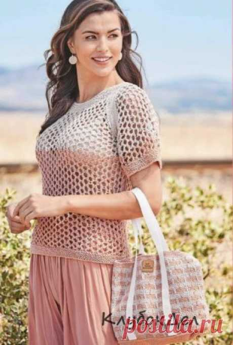 Пуловер с сетчатым узором и связанная крючком сумка