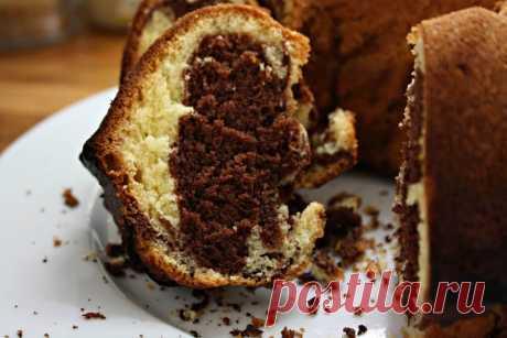 Marmorkuchen: Einfach zubereitet und so gut - Cappu Mum Ein Marmorkuchen Rezept das große und kleine Gäste begeistert. Easy peasy zubereitet und doch so gut. Hier geht es zum Marmorkuchen à la Cappu Mum.