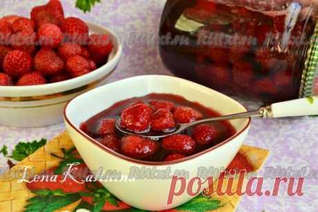 Рецепт варенья из клубники с целыми ягодами от Елены Калининой  Предлагаю вам рецепт варенья из клубники с целыми ягодами. Зимой такое лакомство можно подавать с блинчиками, оладьями, готовить из варенья компоты, кисели и соусы, а также начинять пироги и пирожки. Да и просто намазать варенье на ломоть белого хлебушка и подать с молоком. Очень вкусно! Из данного количества продуктов получится одна пол-литровая баночка варенья. Для приготовления такого варенья лучше использо...