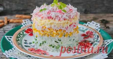 Слоеный салат с крабовыми палочками - аппетитная и красивая закуска