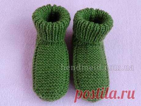 Простые детские носочки вязаные спицами.