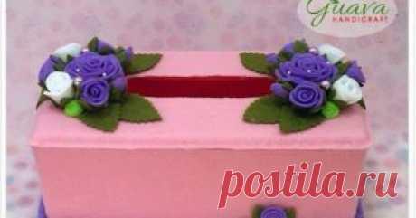 Lavender Roses | Tissue Box Kotak tisu hias flanel simpel dan elegan. Box dari bahan plastik dan dihiasi dengan bunga mawar cocok sebagai hadiah atau koleksi pribadi.
