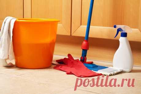 7 ошибок в уборке, которые крадут чистоту вашего дома Где скапливается больше всего пыли, что делать со старыми вещами и битой посудой, как часто нужно стирать занавески.