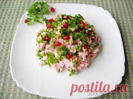 """Салат """"Аура"""". Рецепт салата без майонеза с пикантной заправкой. Яркий, праздничный салат из простых ингредиентов сможет украсить и праздничный стол, и повседневный. Преимущество салата в том, что готовиться он без майонеза, а значит отлично впишется и в меню тех, ..."""