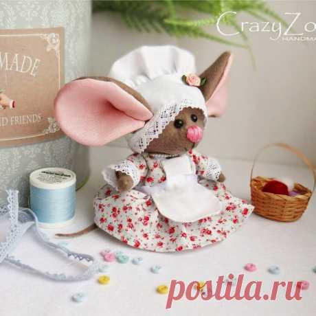 Интерьерные куклы Кузнецовой Евгении: Игрушка мышка с большими ушами и в платье. Выкройка
