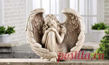 Молитва Ангелу-Хранителю: очень сильная защита Каждый человекпосле крещенияполучает своего Ангела-Хранителя. Небесный покровитель наблюдает закаждым действием исказанным словом, направляет пожизни изащищает отвсех злоключений ииспытаний. Ангел оберегает наше благополучие издоровье.