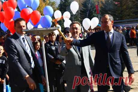 El jefe de la Karacháyevo-Cherkesia Rashid Temrezov ha abierto el gasoducto «Pregradnaya - De guardia».