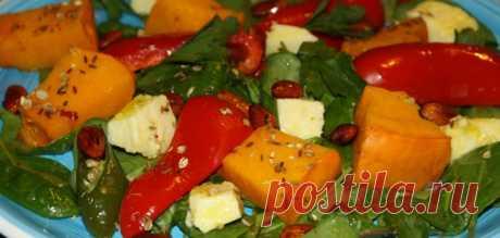 Теплый салат из запеченной тыквы и сладких перцев