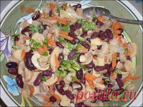 Салат с фасолью, сыром, куриным филе и шампиньонами — объедение!
