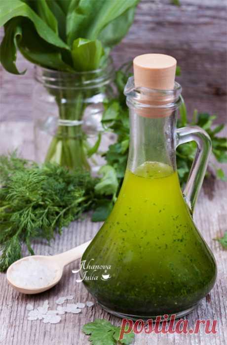 Такая яркая бутылочка зеленого масла , которая идеально подходит ко всем блюдам, у меня всегда в холодильнике!