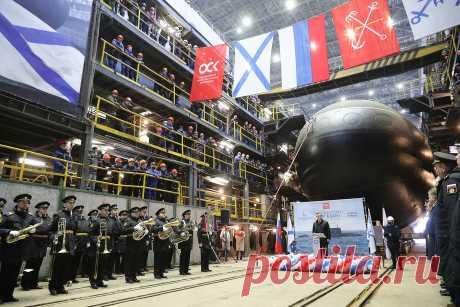 2021 март. В Санкт-Петербурге на Адмиралтейский верфях спущена на воду новая подлодка для ВМФ России - большая дизель-электрическая подводная лодка  (ДЭПЛ) «Магадан» проекта 06363 (636.3) «Варшавянка» (по классификации НАТО - «Чёрная дыра»)