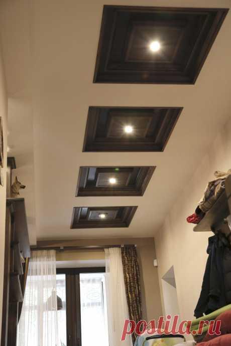 Интерьер частного жилого дома. Кессонные потолки с кессонами из дерева.