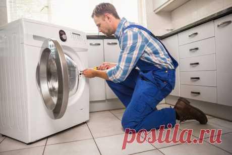 5 хитростей, которые помогут сохранить стиральную машинку чистой и ухоженной После приобретения новой стиральной машинки домочадцы просто наслаждаются её безупречной работой. Однако по истечении некоторого времени вы можете почувствовать неприятный запах, заметить, что машинка стала нагревать воду хуже, чем раньше, что цикл стирки увеличился, и соответственно у вас значительно повысился расход электроэнергии. Это конечно вас расстраивает, но вы должны действовать. Пришло время чистить машинку!