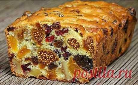 Кекс Мазурка с сухофруктами и орехами. Не забудьте сохранить себе на страницу.   Кекс Мазурка с сухофруктами и орехами — это ароматный десерт с насыщенным, ярким вкусом, готовится очень просто и быстро.   Состав: Смесь из орехов и сухофруктов — 300-400 гр.(грецкие орехи, курага, изюм, чернослив, сушеная клюква и инжир)  Яйца — 2 шт. Сахар — 6 ст. л.  Мука — 6 ст. л.  Разрыхлитель — 1/2 ч. л.   Приготовление:  Шаг 1: Курагу, орехи, инжир и чернослив порезать на кусочки и пе...