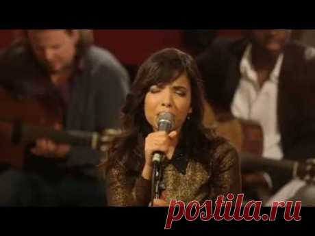 Indila - Run Run (Live - Paris) - YouTube