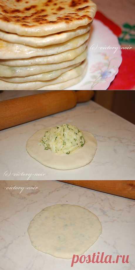 Хычины с сыром и зеленью, с картошкой и зеленью.
