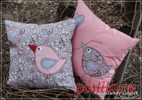 Птички-аппликация на подушке