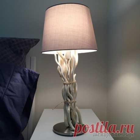 Лампа своими руками: инструкция по созданию декоративных светильников для дома Если вы хотите, чтобы обыкновенная столичная квартира напоминала внешне неповторимое по красоте место, то для того, чтобы добиться этого, можно воспользоваться одним из самых популярных на сегодняшний...