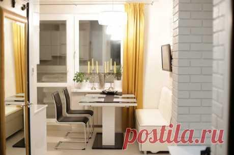 Кухня: в однокомнатной квартире, со спальным местом и большой обеденной зоной