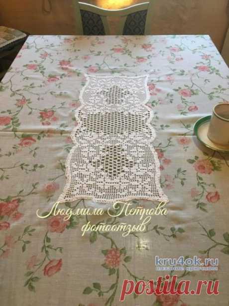 Филейное вязание + ткань (кайма к скатерти, занавеска и подзор). Работы Людмилы Петровой