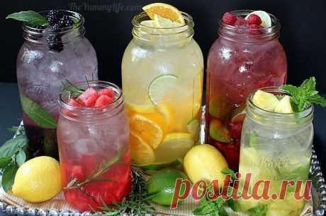 Las recetas de la preparación del agua útil y sabrosa de las frutas y las hierbas