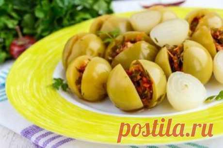 Солёные зеленые помидоры по-грузински Остренькие, очень вкусные, с невероятным ароматом зелёные помидоры. Готовятся совершенно просто, а результат — отличный. Достаточно долго хранятся в холодильнике или погребе. Идеально подходят к мясным блюдам, отварному...