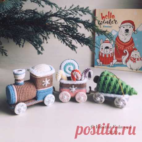 Новогодний паровозик амигуруми. Схемы и описания для вязания игрушек крючком! Бесплатный мастер-класс от Валентины Восковнюк по вязанию новогоднего паровозика крючком. Для изготовления игрушки автор использовал пряжу YarnArt Jea…