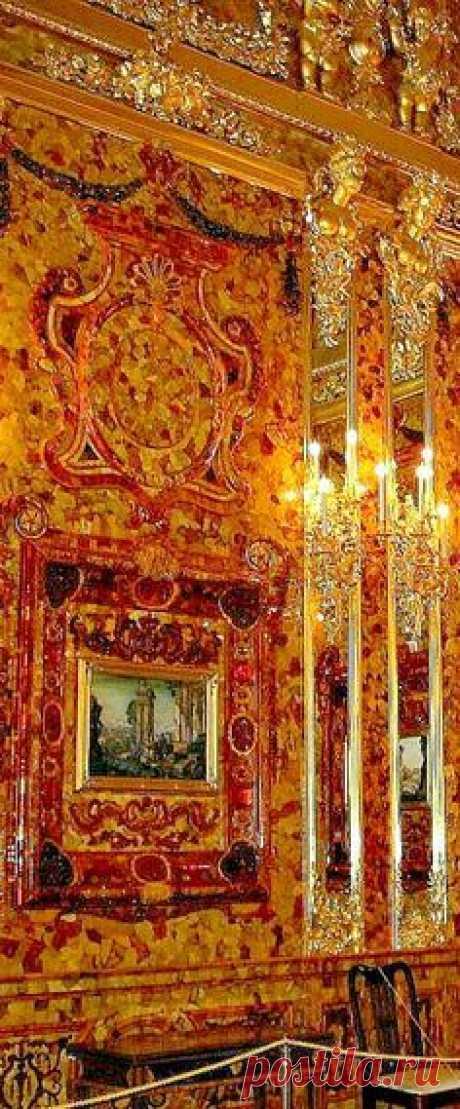 THE ROMANOVS RESIDENCES ~ Amber Room of the residence of Empress Catherine II in Pushkin Tsarskoye Selo, the 18th century \/ la Fuente: ssd.sscc.ru  \u000d\u000a  Pinterest • el catálogo Mundial de las ideas