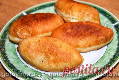 Пирожки с картошкой и мясом жаренные во фритюре. Рецепт с фото Простой рецепт вкусных, ароматных и очень сытных пирожков с картошкой и мясом, которые, возможно, печет ваша мама или бабушка. Теперь и вы можете воспользоваться этим рецептом и испечь пирожки для них и своей семьи. Получится обязательно. Пробуем?