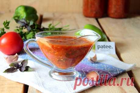 Соус Сацебели идеально подходит к мясу и мясным изделиям, к макаронным изделиям и рису, просто на хлеб, с супом или борщём. Не жалейте зелени при приготовлении соуса — если не любите какую-либо, добавьте больше другой. Из указанного количества ингредиентов получается 2,5 литра соуса.