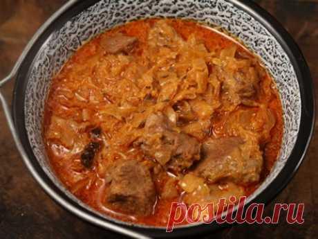 Гуляш из свинины с квашеной капустой. Рецепт вкусного гуляша из свинины с добавлением квашеной капусты, которая придает блюду особый аромат и вкус.