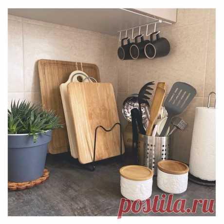 Кухонная подставка для хранения #фикспрайс отлично вписалась в интерьер моей кухни 💫.  Приспособила ее для хранения разделочных досок. Я люблю, когда их много, под разные продукты - своя доска.   Очень удобно и стильно 👍🏻  Стоимость - 199 руб. Материал - металл.  Короче, #надобрать   Не забудьте поставить лайк ❤️ и сохранить, если пост был полезен 💓 ⠀ ☝️Обязательно подписывайтесь. В сторис ещё больше новинок и обзоров ежедневно 💫  #фикспрайс #фикспрайсновинки  ...
