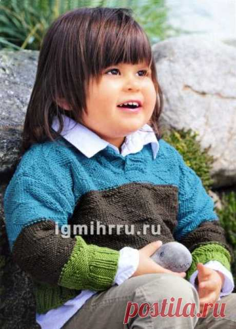 For the boy of 1,5-7 years. A woolen pullover with wide strips of a relief pattern. Knitting by spokes for children