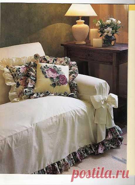 Очень уютный чехол для дивана и подушки. Шьем сами.