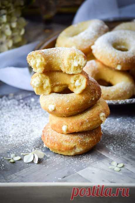 Пончики с медовым кремом.