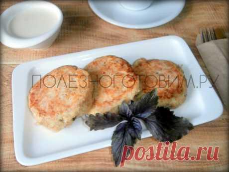 Диетические сырники из кабачков: чудесный рецепт пп сырников для худеющих👍  Творожные сырники из кабачков - отличный вариант диетических сырников. Кабачок в них не ощущается, но делает сырники более полезными и менее калорийными😋