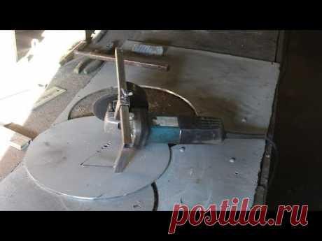 Как вырезать круглое отверстие в металле болгаркой.How to cut a round hole in metal grinder