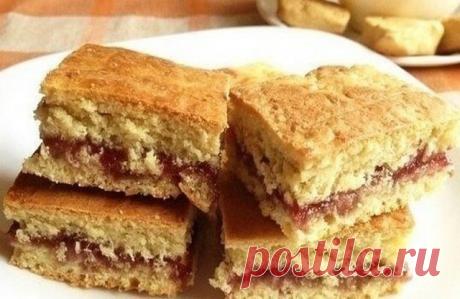 Ставьте чайник и зовите к столу. Порадуйте родных — простое печенье на кефире с вареньем