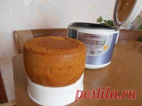 МЕДОВЫЙ БИСКВИТ С ЯБЛОКАМИ В МУЛЬТИВАРКЕ!  Очень нежная, ароматная выпечка  ИНГРЕДИЕНТЫ:  Сахар – 0,5 стакана Мука – 300 грамм Яйца – 5 штук Мед – 5 столовых ложек Сода пищевая – 1 столовая ложка Яблоко – 1 штука  Для крема: (по желанию - можно и на разрезать на коржи)  Сметана - 300 грамм. Можно взять йогурт, тогда сахар не нужен. Сахар – 0,5 стакана  ПРИГОТОВЛЕНИЕ:  Мед перемешиваем с содой. Полученную смесь нагреваем на плите. Смесь увеличивается в размерах в несколько ...