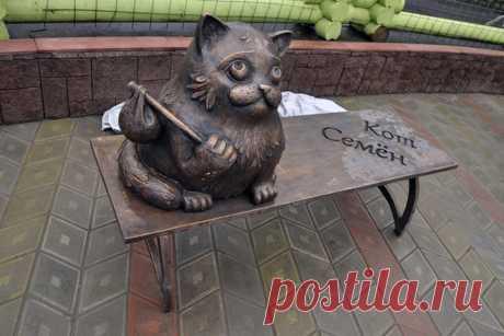 В Мурманске открыли памятник коту Семёну, который прошел более 2000 км, чтобы вернуться к своим хозяевам