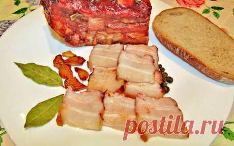 Свиная грудинка, запеченная в духовке. Существует множество рецептов запеченной свиной грудинки, сегодня хочу предложить вам мой любимый - запечь грудинку в двух соусах.