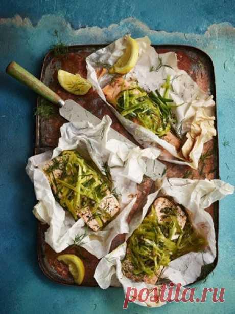 Стейк из лосося   Стейк из лосося с пореем - Джейми готовит быстро и, конечно, вкусно! А еще с тем же пореем он приготовит кальмара.